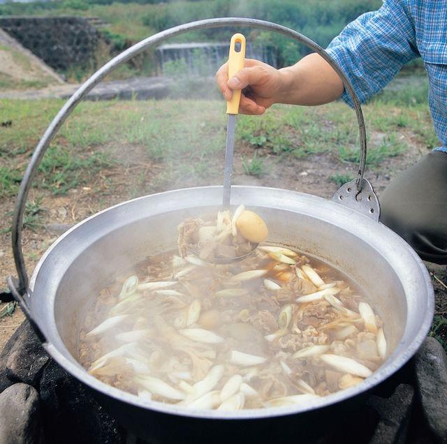 山形県 河原で芋煮