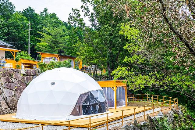 岐阜県初!星が降る湖畔の森に佇むドーム型グランピング施設「星が見の杜」
