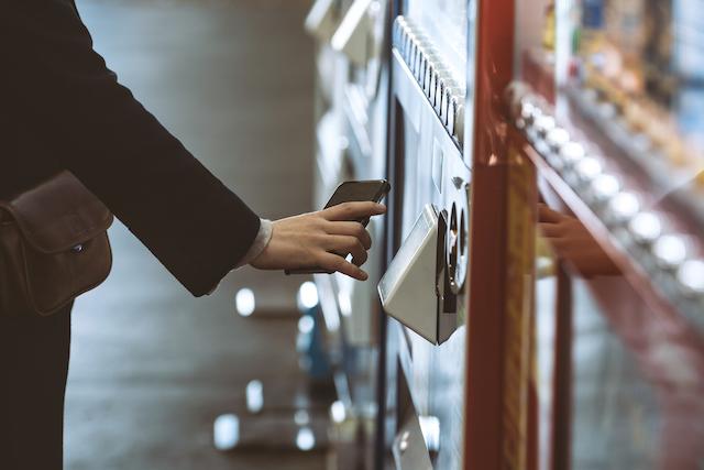 自動販売機でタッチ決済