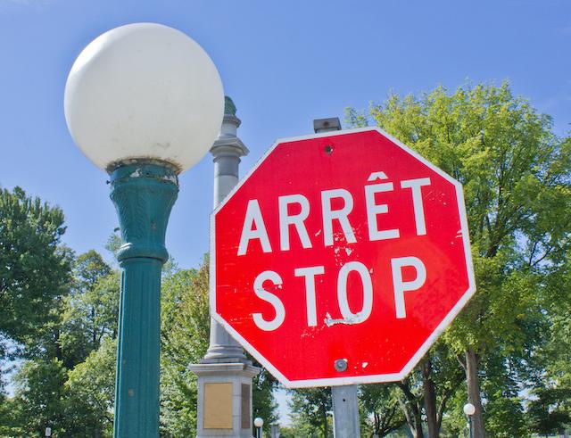 カナダ・ケベック州の英仏表記の標識