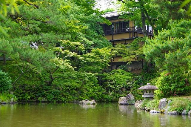 京都・円山公園に人気の路地裏カフェの新店「イクスカフェ祇園八坂」オープン