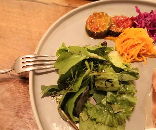 神奈川県厚木市・「CHAVATY TEA AND SALON」ブランチプレート(アボカド&エッグ)のサラダ