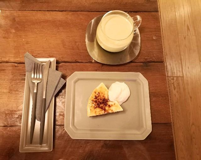 神奈川県厚木市・「CHAVATY TEA AND SALON」スコーンタルト(キャラメルブリュレ)とアイスティーラテ(抹茶)