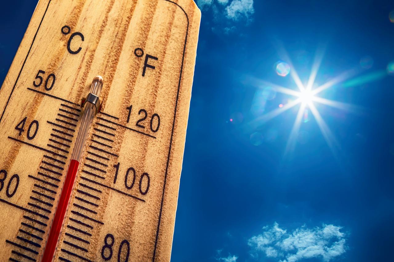 40度を示す温度計