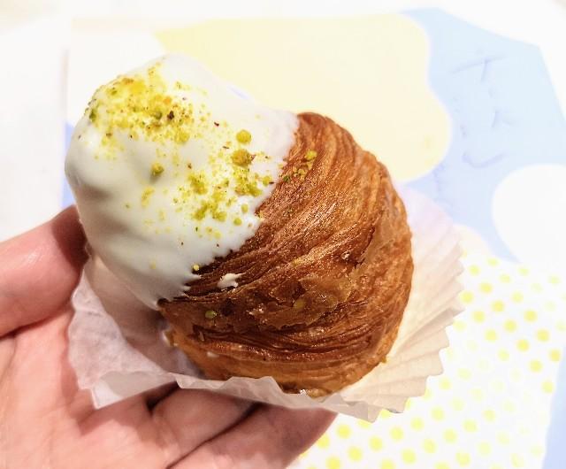 東京都渋谷区・「チーズころん by BAKE CHEESE TART 渋谷 東急フードショー店」ころんとクリームチーズクロワッサン2