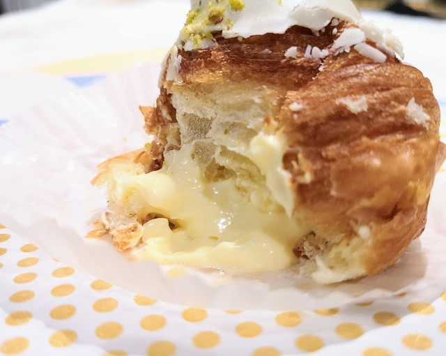 東京都渋谷区・「チーズころん by BAKE CHEESE TART 渋谷 東急フードショー店」ころんとクリームチーズクロワッサン3