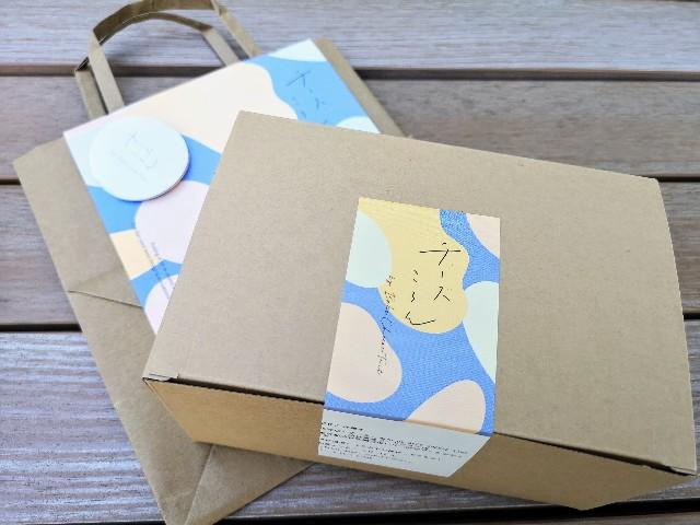 東京都渋谷区・「チーズころん by BAKE CHEESE TART 渋谷 東急フードショー店」持ち帰り箱
