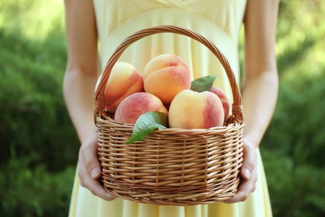 籠に入った桃