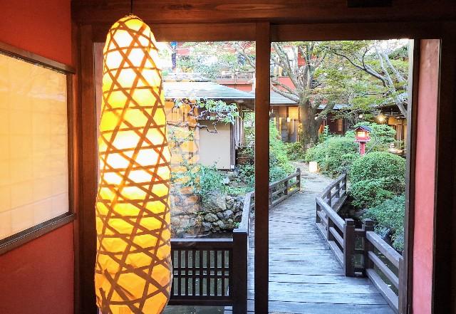 神奈川県川崎市・とうふ料理店「とうふ屋うかい 鷺沼店」庭園への戸