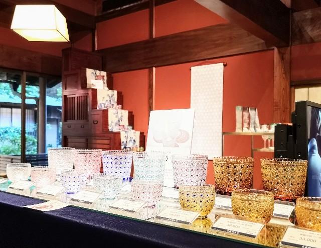 神奈川県川崎市・とうふ料理店「とうふ屋うかい 鷺沼店」にて、「太武朗工房」のガラス作品