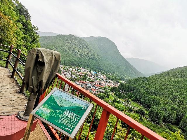奈良県吉野郡・「面不動鍾乳洞」入口(モノレール(ドロッコ)の終点)からの洞川の眺め