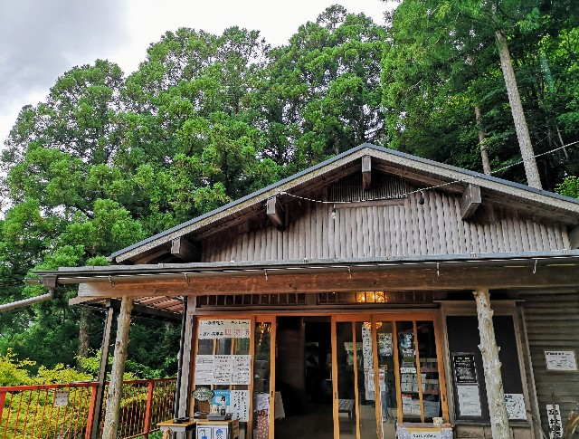 奈良県吉野郡・「面不動鍾乳洞」入口の小屋
