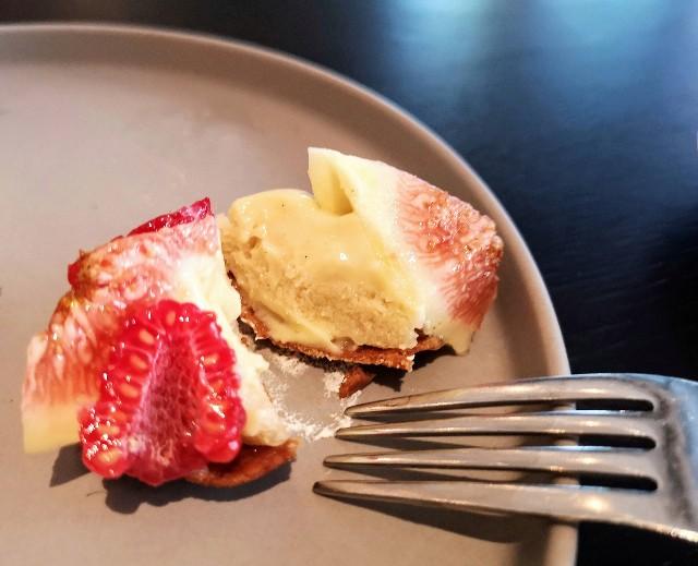 東京都中央区・ダイニング・バー&ラウンジ「NAMIKI667」(Hyatt Centric Ginza Tokyo 3階)9月限定「Vegan Cake Set」ラズベリーとイチジクのタルト2