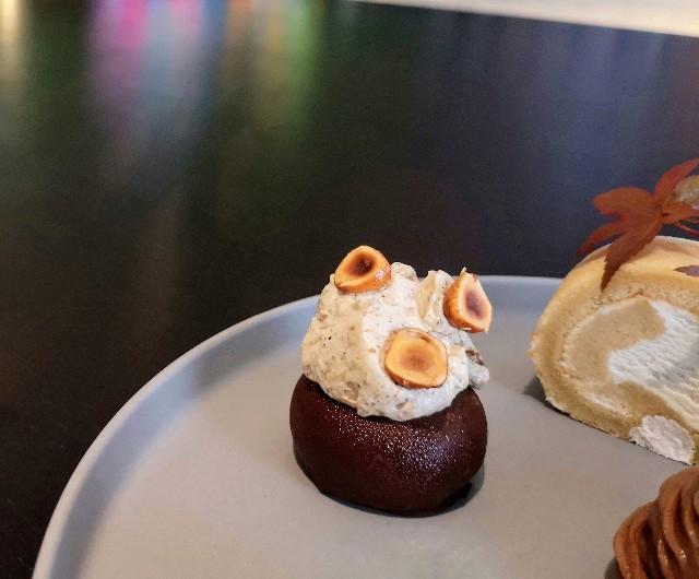 東京都中央区・ダイニング・バー&ラウンジ「NAMIKI667」(Hyatt Centric Ginza Tokyo 3階)9月限定「Vegan Cake Set」チョコレートとコーヒーのムース