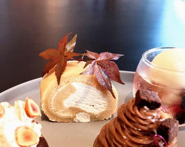 東京都中央区・ダイニング・バー&ラウンジ「NAMIKI667」(Hyatt Centric Ginza Tokyo 3階)9月限定「Vegan Cake Set」メープル ロールケーキ