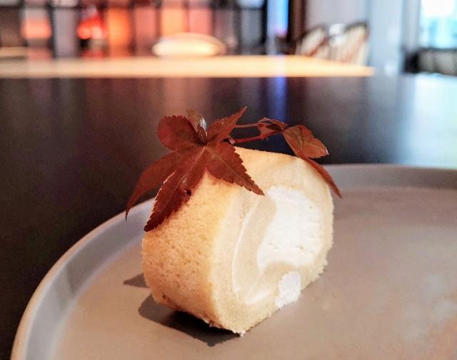 東京都中央区・ダイニング・バー&ラウンジ「NAMIKI667」(Hyatt Centric Ginza Tokyo 3階)9月限定「Vegan Cake Set」メープル ロールケーキ2