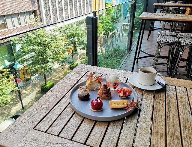 東京都中央区・ダイニング・バー&ラウンジ「NAMIKI667」(Hyatt Centric Ginza Tokyo 3階)9月限定「Vegan Cake Set」テラス席にて