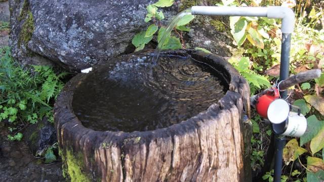 美濃戸山荘の湧水