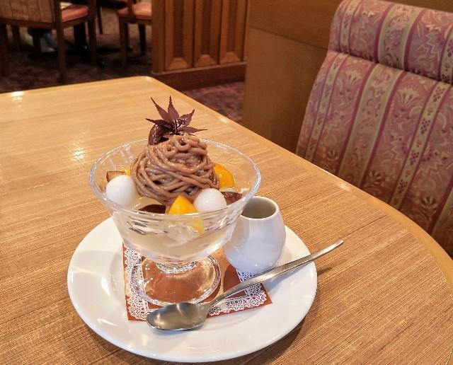 ロイヤルホスト渋皮栗とほうじ茶のモンブランパフェ