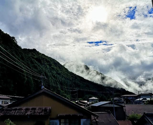 奈良県吉野郡・「花あかりの宿 柳屋」部屋からの山の眺め