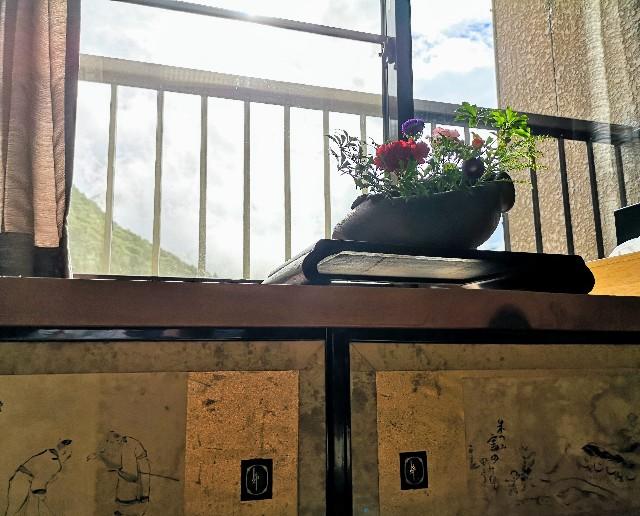 奈良県吉野郡・「花あかりの宿 柳屋」お部屋の窓辺2