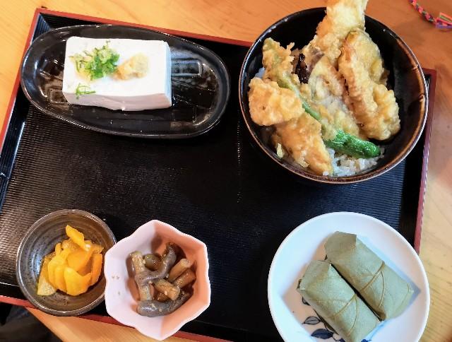 奈良県吉野郡・「そば処 清九郎」天丼、とうふ、柿の葉寿司