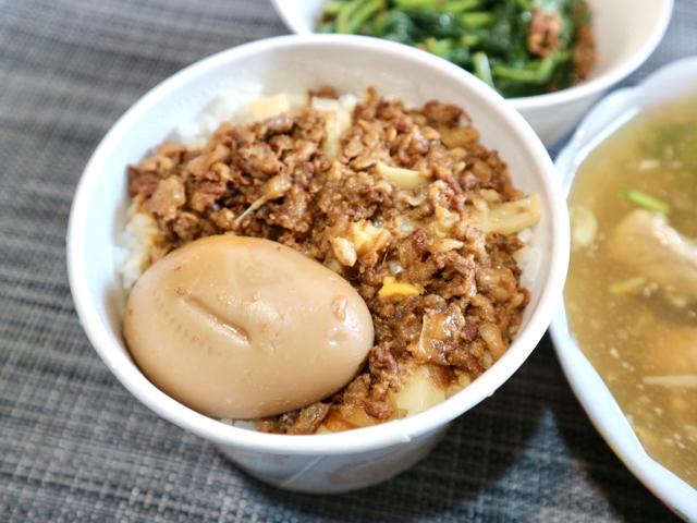 魯肉飯に煮卵
