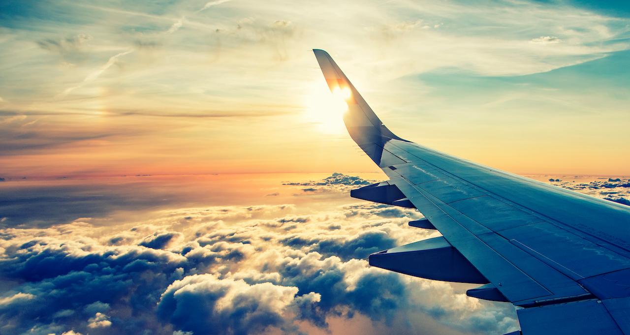 航空機から見る日の入り