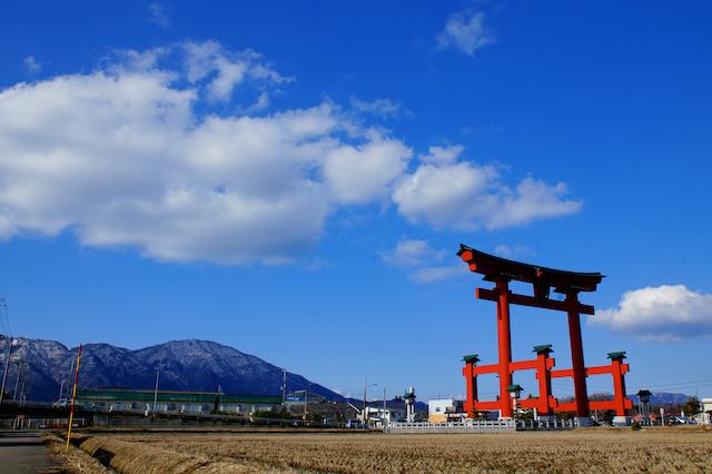 新潟県弥彦村彌彦神社の鳥居