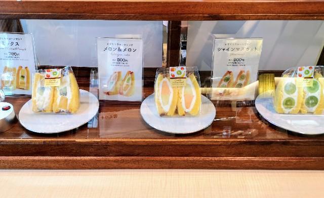 東京都中央区・「文明堂 東銀座店」テイクアウト限定「かすてらフルーツサンド」販売カウンター